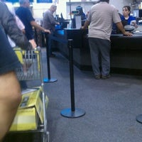 Photo taken at Best Buy by Jimmie S. on 6/1/2011