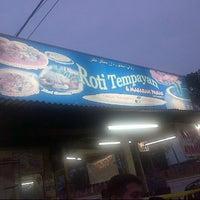 Photo taken at Kedai Roti Tempayan by Syaivan Persie on 7/31/2012