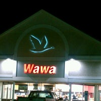 Photo taken at Wawa Food Market #967 by Neesa M. on 11/2/2011