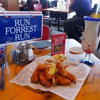 Photo taken at Bubba Gump Shrimp Co. by Hermés P. on 6/30/2012