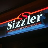 Photo taken at Sizzler by 🌟💫F🅾N💫🌟👸 on 6/5/2012