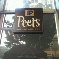 Photo taken at Peet's Coffee & Tea by 구름과나 on 3/12/2012