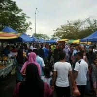 Photo taken at Pasar Ramadhan, Stadium Utama Kangar by hishamz on 8/20/2011