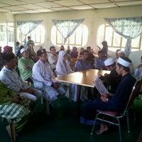 Photo taken at Masjid Pekan Papar by Khai on 11/11/2011
