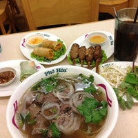 Photo taken at Pho Hoa Noodle Soup by Alias A. on 8/24/2012