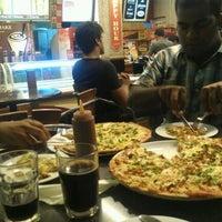 Photo prise au El Mondo Pizzeria par Azhar K. le3/31/2012