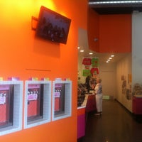 Photo taken at Chilly Billy's Frozen Yogurt by Nuoshi Y. on 9/1/2011