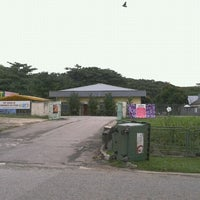 Photo taken at Pet Movers @ Pasir Ris Dog Run by Tham M. on 6/9/2011