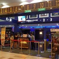 Photo prise au Golden Screen Cinemas (GSC) par Wendy G. le4/29/2012