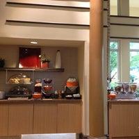 Photo taken at La Quinta Inn & Suites Atlanta Perimeter Medical by Mark B. on 9/2/2012