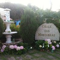 Photo taken at Chalé das Montanhas by EntreAmigos F. on 1/5/2012