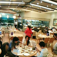 Photo taken at Saigon Seafood Harbor by Rich R. on 5/11/2012