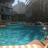 Foto tomada en Hotel Puente Romano por Olga L. el 7/26/2011
