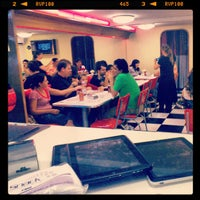 Photo taken at Jack's Burger & Grill by Tércio M. on 4/29/2012