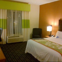 Photo taken at Fairfield Inn & Suites Pittsburgh Neville Island by Tanell on 11/27/2011