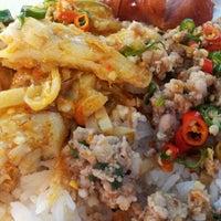 Photo taken at ร้านข้าวแกงเฮียอ้วน by i-Yo on 8/23/2011