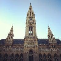 Das Foto wurde bei Rathausplatz von Nik S. am 3/25/2012 aufgenommen
