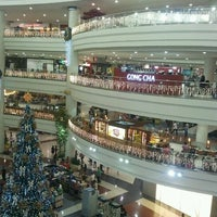 Photo taken at Robinsons Place Manila by Eric S. on 11/20/2011