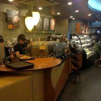 Das Foto wurde bei Starbucks von Junhong K. am 4/11/2012 aufgenommen