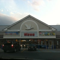 Photo taken at Wawa Food Market #834 by Margaret K. on 8/10/2011