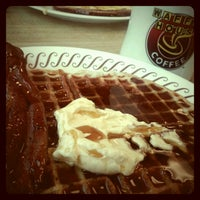 Photo taken at Waffle House by Christie V. on 8/15/2012