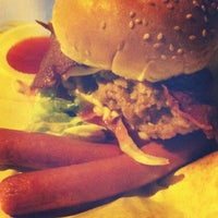 Photo taken at Burger Bakar Kaw Kaw by nurul aisyah r. on 7/18/2012