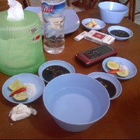 Photo taken at Ayam Tolak Pinggang Khas Bontonompo by Umar V. on 1/4/2012