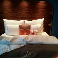 Das Foto wurde bei 25hours Hotel Hamburg HafenCity von Kati am 10/11/2011 aufgenommen