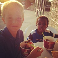 Photo taken at Menchies Frozen Yogurt by Dan S. on 6/8/2012