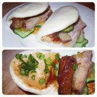 Photo taken at Momofuku Noodle Bar by Eimat on 5/8/2012
