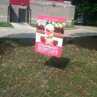 Photo taken at Wendy's by LMaree G. on 7/16/2012