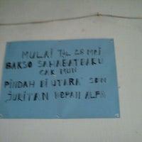 Photo taken at Bakso 'Sahabat Baru' Cak Mun by Vindra N. on 4/25/2012