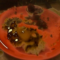 Photo taken at Golden Corral by Tie J. on 10/7/2011