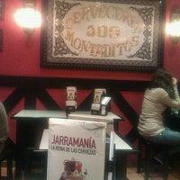 Photo taken at 100 Montaditos by Roberto Armando C. on 11/4/2011