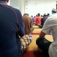 Photo taken at Masjid Al Najihin (مسجد الناجيهين) by Dr Razee M. on 3/16/2012
