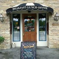 Photo taken at Mimi's Cafe by Leo K. on 6/19/2011