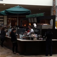Photo taken at Starbucks by 🇮🇹Giuliano Z. on 1/13/2011