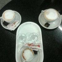 Photo taken at Café do Ponto by Thiago R. on 4/17/2012