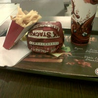 Photo taken at Burger King by Leandro L. on 7/13/2012