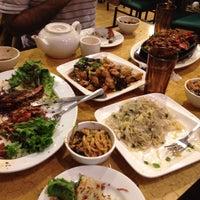 Photo taken at Fu Run 賦潤東北美食 by Matthew K. on 5/5/2012