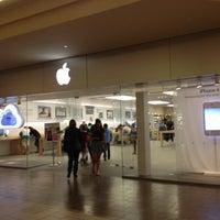 Photo taken at Apple Burlington by Isabel S. on 2/11/2012