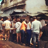 Photo taken at Penang Road Famous Teochew Chendul (Tan) by Darren F. on 8/11/2012