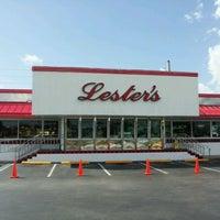 Photo taken at Lester's Diner by Jorge G. on 9/13/2011