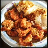 Photo taken at Giovanni's Shrimp Truck by Jennifer B. on 2/27/2012