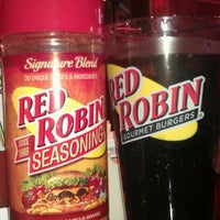 Photo taken at Red Robin Gourmet Burgers by Dave W. on 9/6/2011