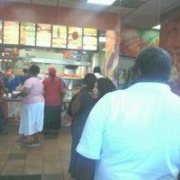 Photo taken at Popeyes Louisiana Kitchen by Jerel W. on 5/16/2012