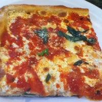 Photo taken at Gerardo's Pizzeria & Restaurant by Gabriel E. on 9/24/2011
