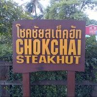 Photo taken at Chokchai Steak House by Nutzarin 🇹🇭 on 9/13/2012