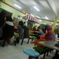 Photo taken at Mahallah Nusaibah by Ifah M. on 5/26/2012