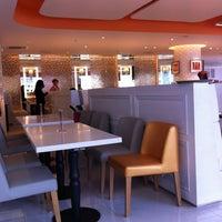 Photo taken at Orange House | 橘子工房 by Darren W. on 4/22/2012